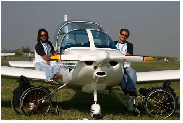 Piloti con disabilità e areomobile dell'Associazione