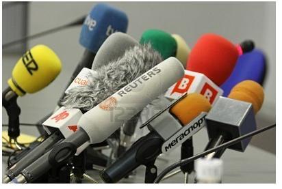 Molti microfoni in conferenza stampa