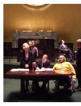 Foto di Fazzi: il Ministro Ferrero firma la Convenzione. Accanto c'è Giampiero Griffo