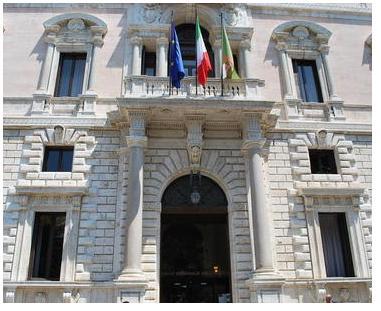 Portone di Palazzo Cesaroni (sede del Consiglio Regionale)